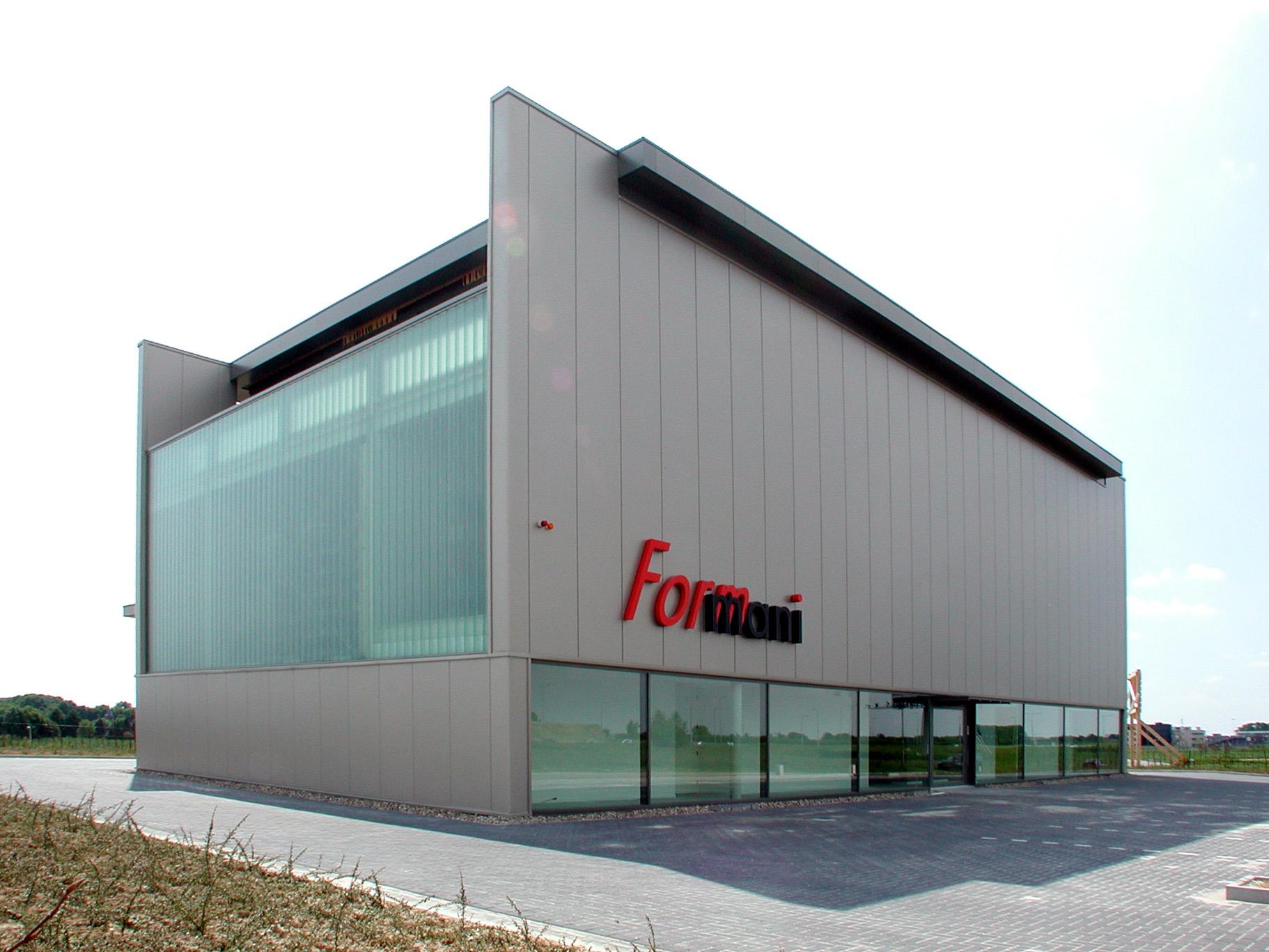 Formani showroom, kantoren en opslag, Maastricht-Aachen Airport